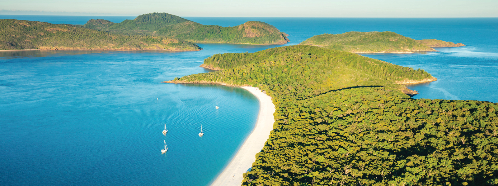 Cruise the Whitsunday islands