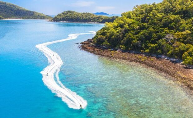 Jetski Tour in the Whitsundays over reef and through islands
