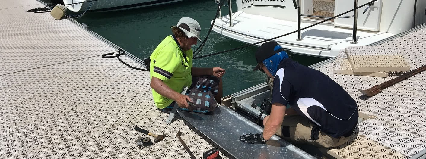 Boaties step up to help each other out.